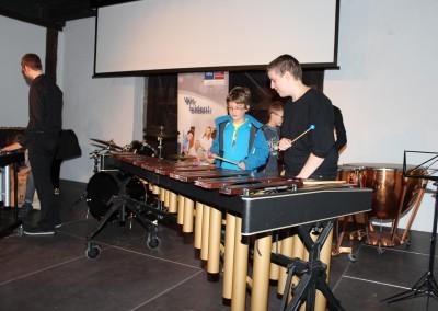 Kinder-Uni: Kann ein Schlagzeuger Melodien spielen?