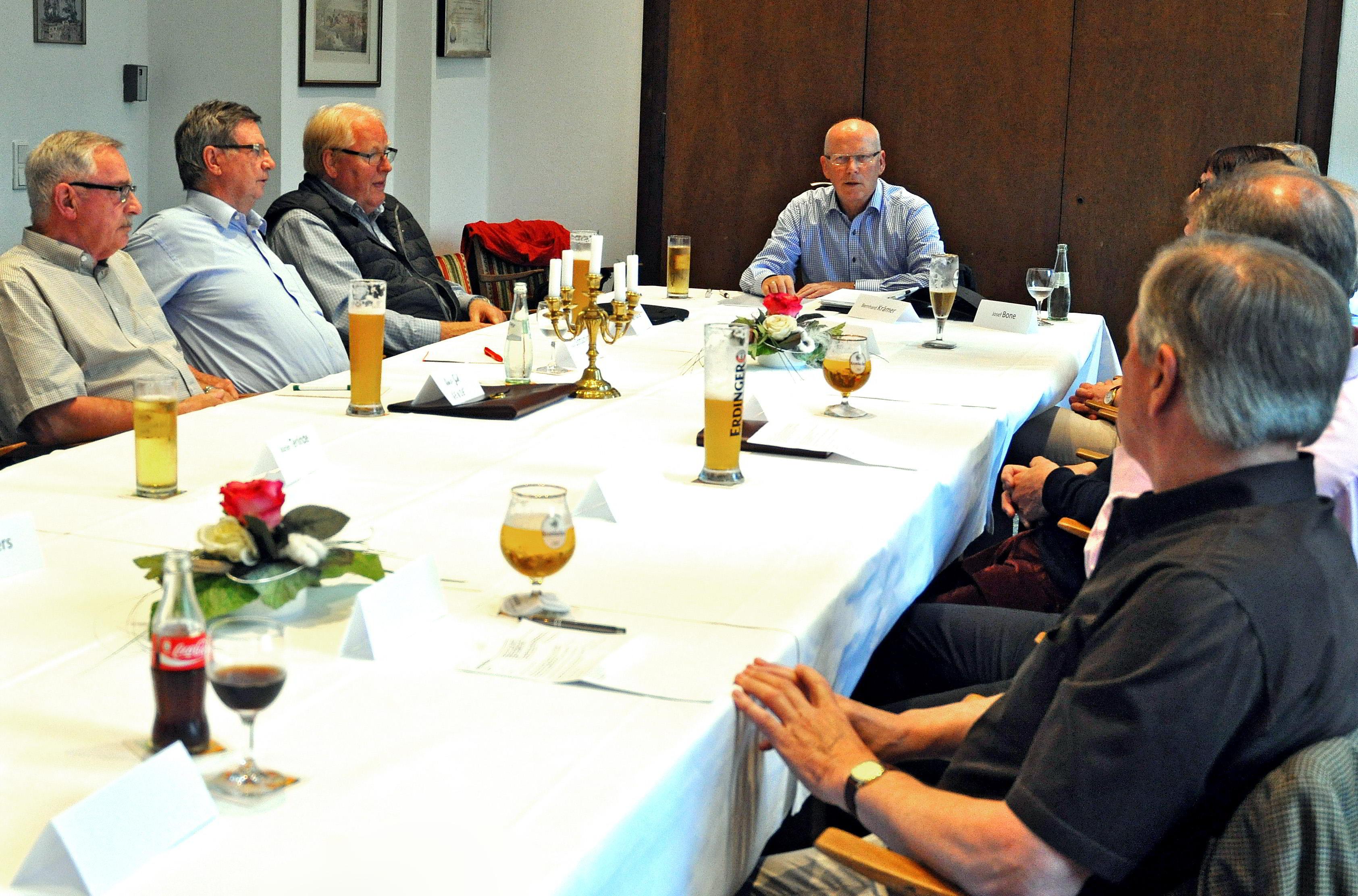 Treffen Stiftungen  Kreis COE-003